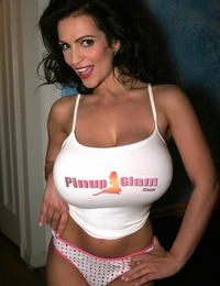 DeniseMilani-Behind-The-Scenes